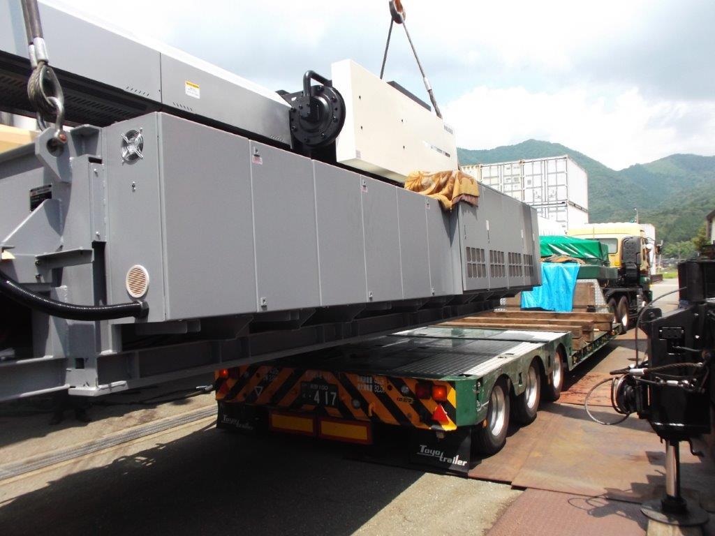 大型射出成形機(1300t)搬入作業
